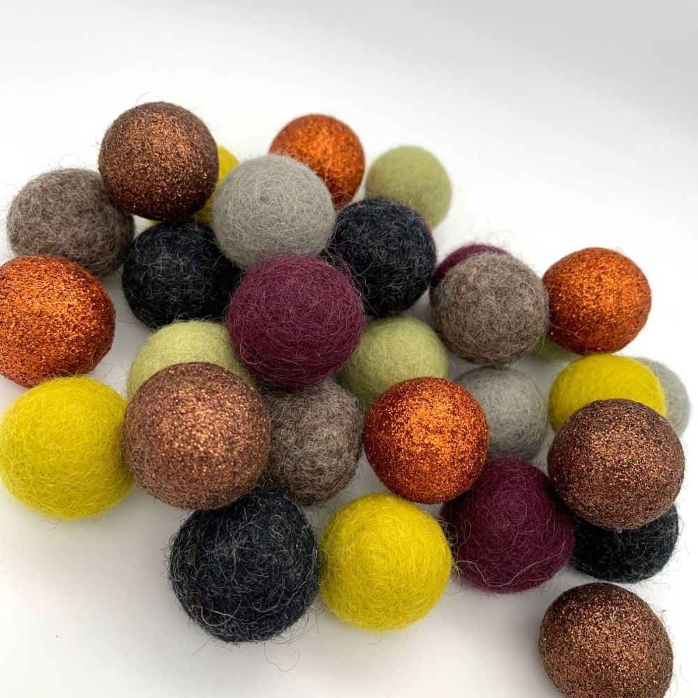 Wilderness Wool Felt Balls Mix - 3 Sizes