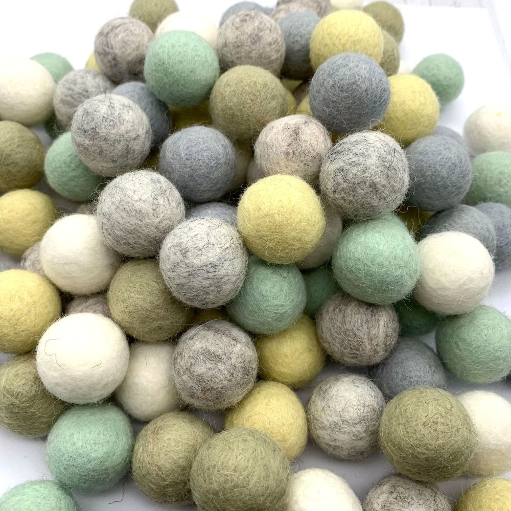 Mint Parade Wool Felt Balls Mix - 3 Sizes