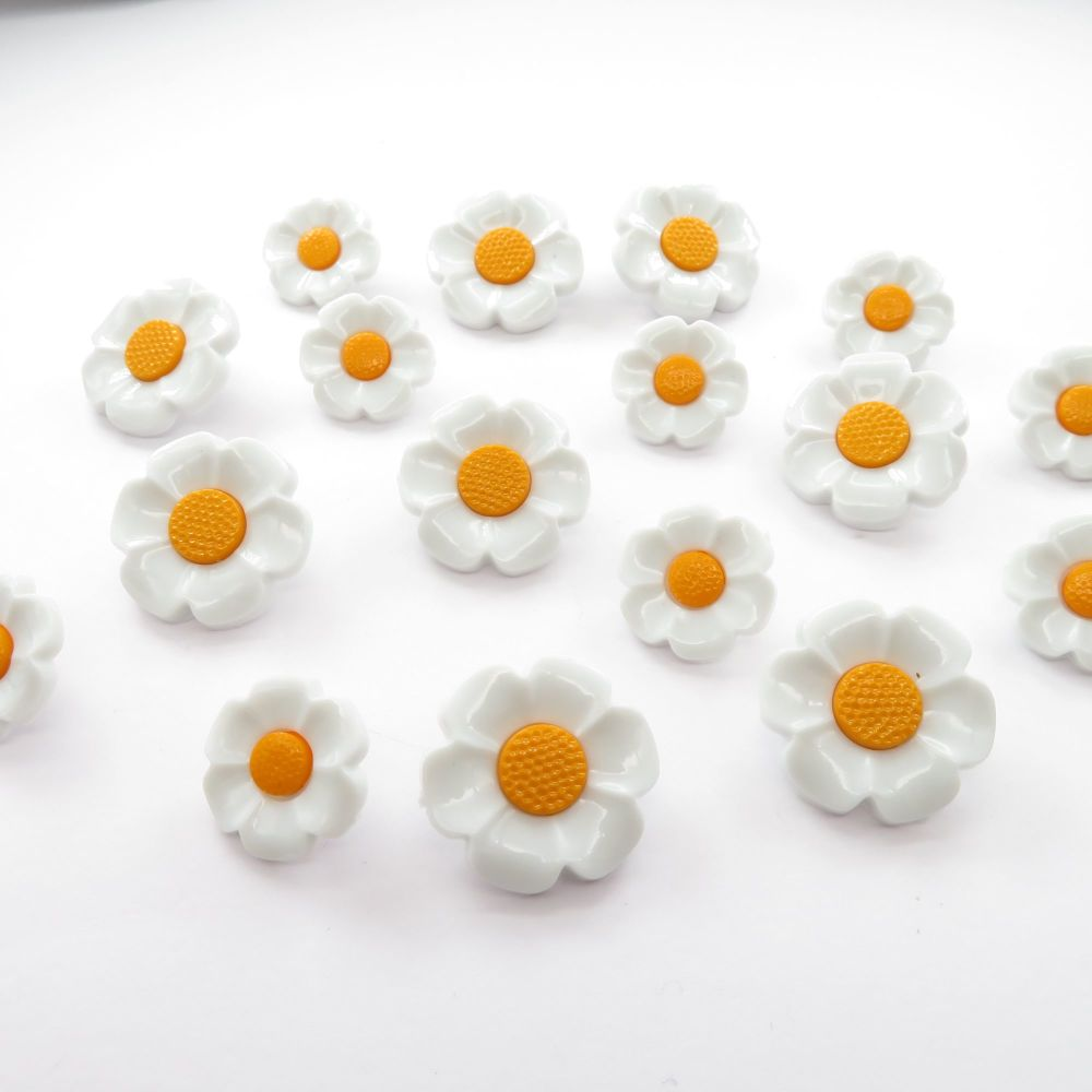 Mini Daisy Flower Buttons - 18mm and 21mm
