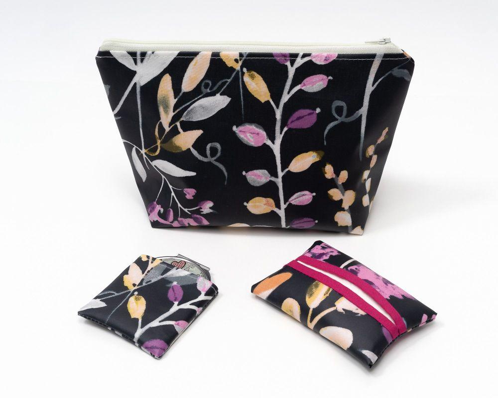 Lilies Wash Bag Gift Set