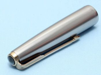 Parker VP Deluxe Cap in Lustraloy with a Rolled Gold Clip. Made in the USA. (S314)