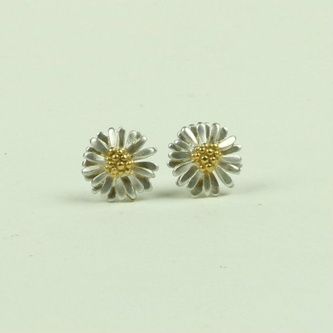 Daisy small stud earrings