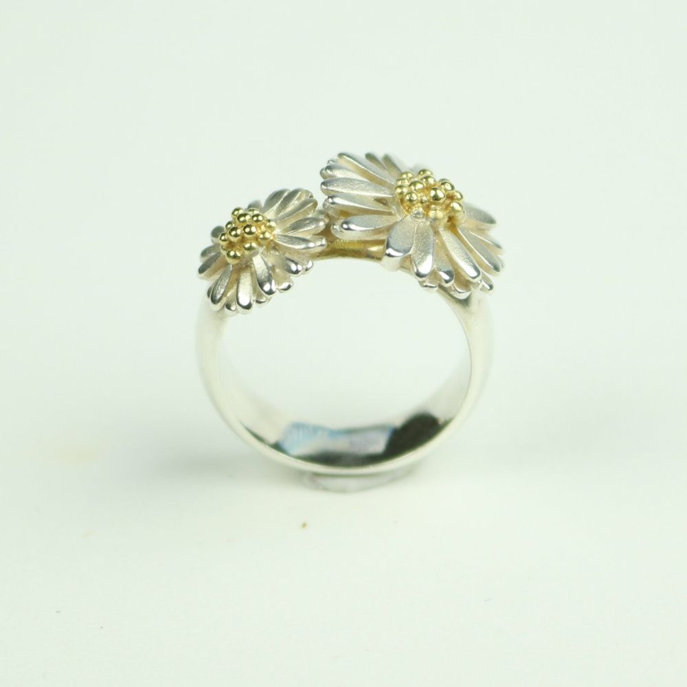 Daisy Ring With Small And Medium Daisies