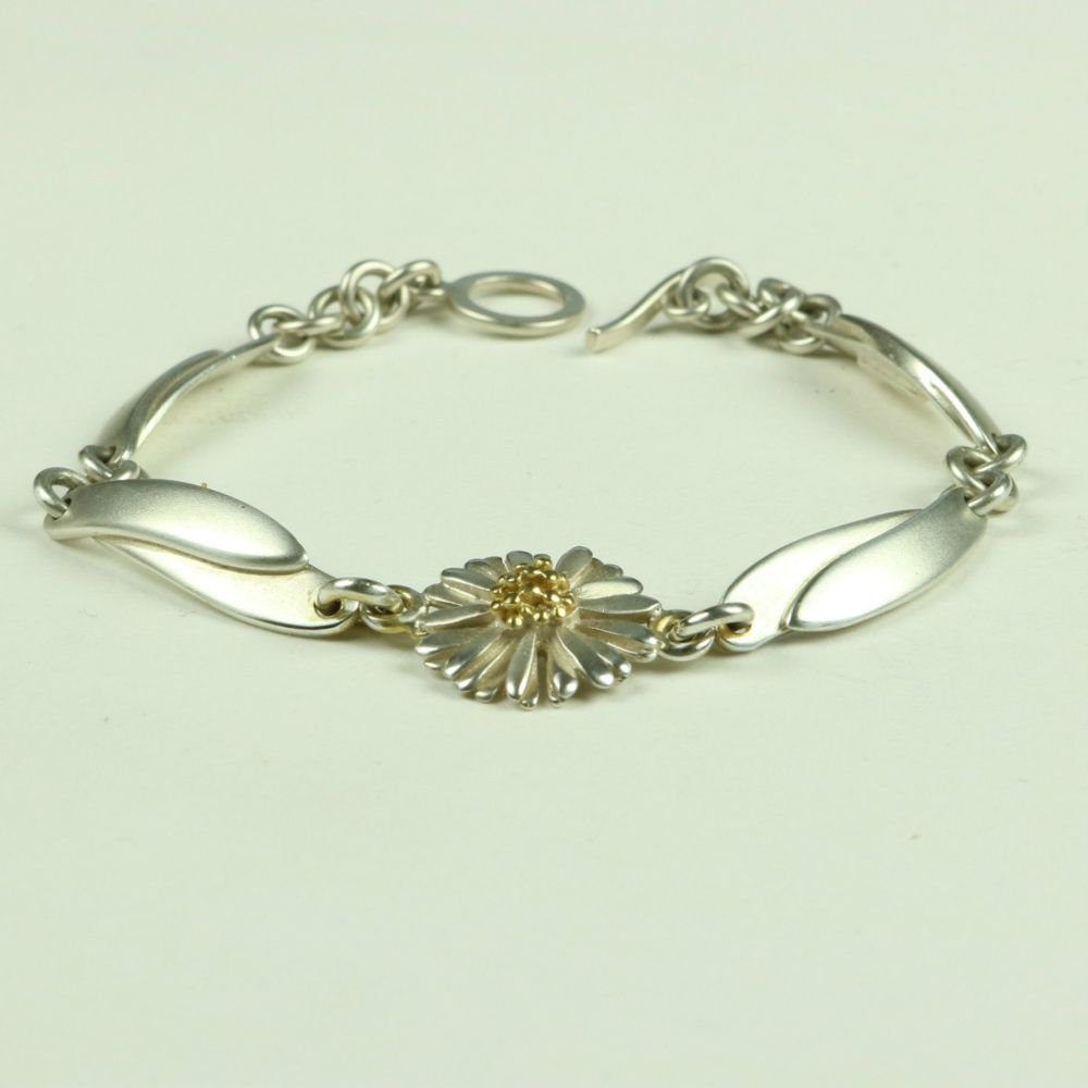 Daisy Bracelet with Leaves