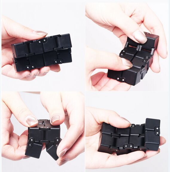 Free Flow Black Infinity Cube