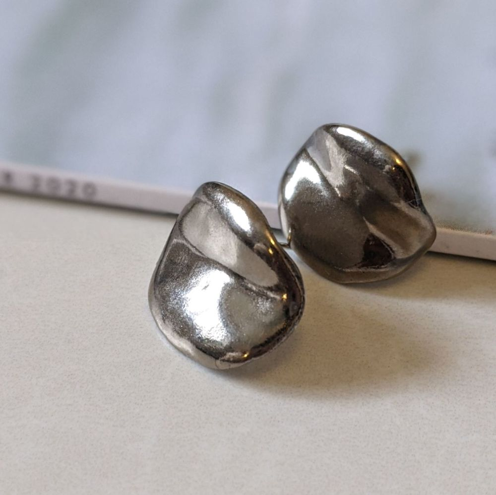 Bean Stud Earrings | Platinum