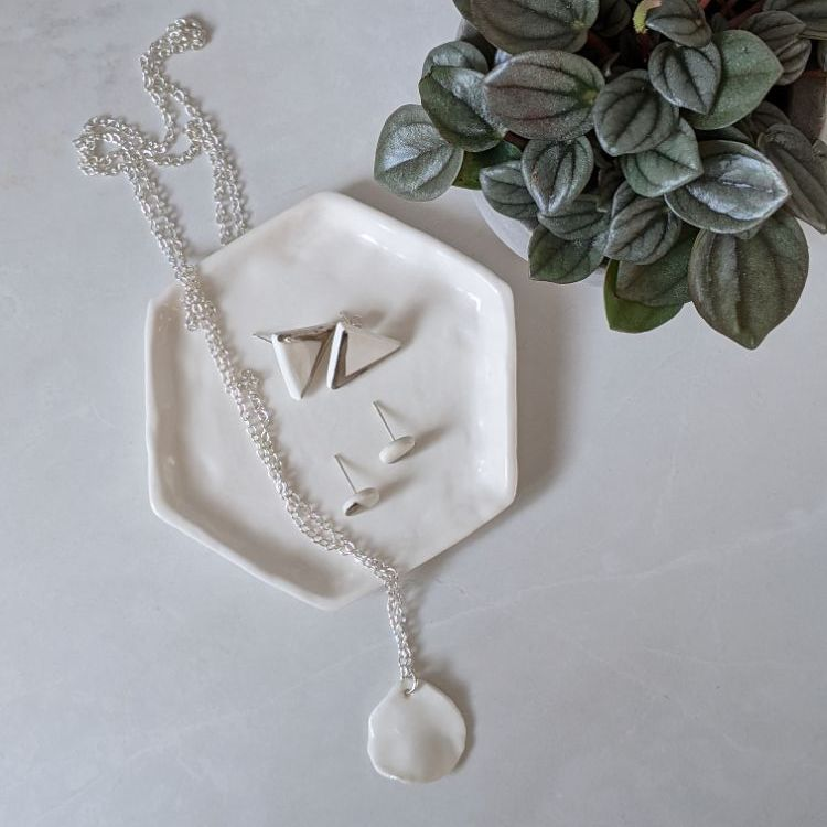 <!-- 006 -->JEWELLERY DISHES