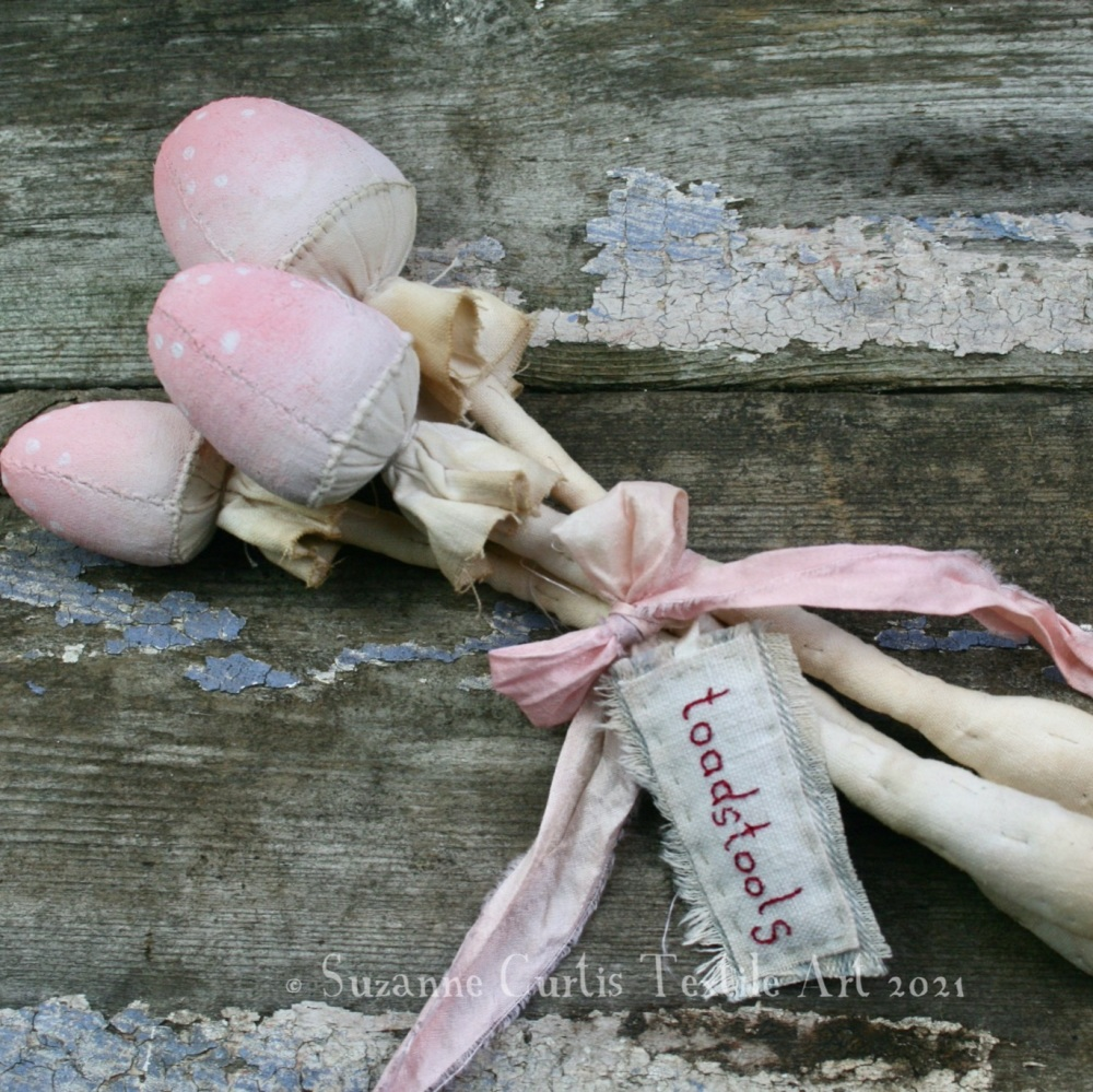 Spindly Toadstool Trio - Pink 01