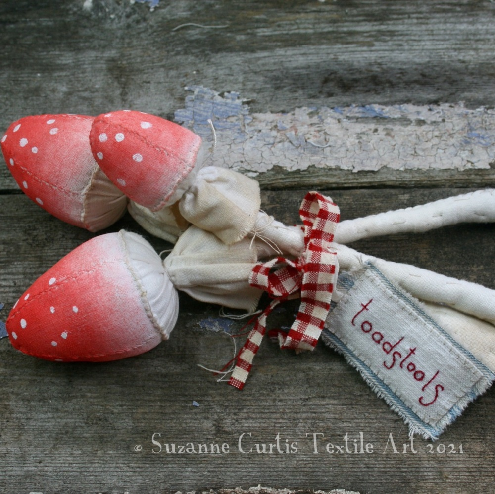 Spindly Toadstool Trio - Red 07
