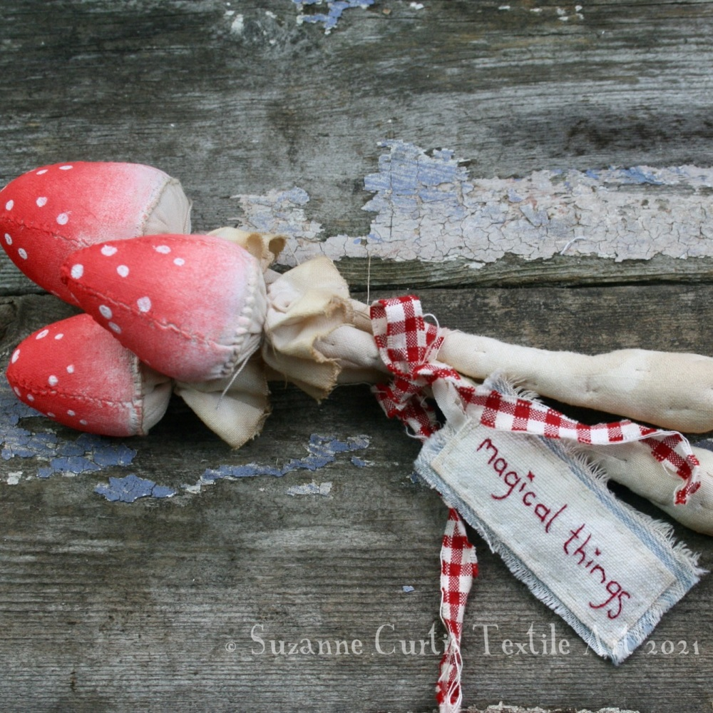 Spindly Toadstool Trio - Red 08