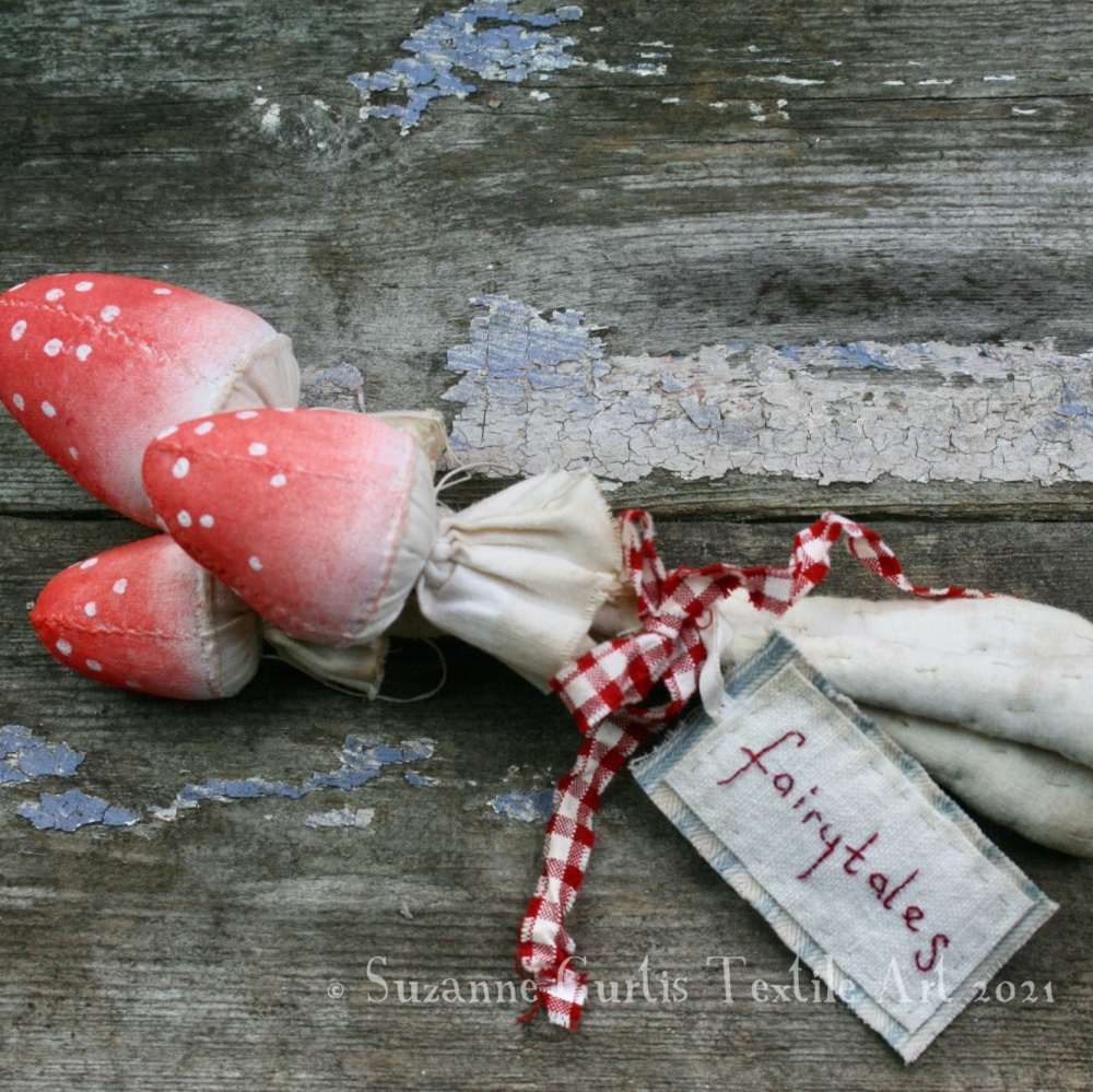 Spindly Toadstool Trio - Red 09