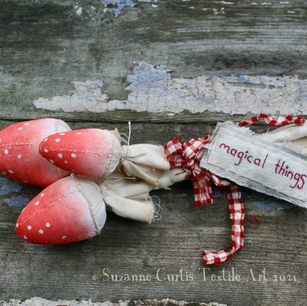 Spindly Toadstool Trio - Red 11