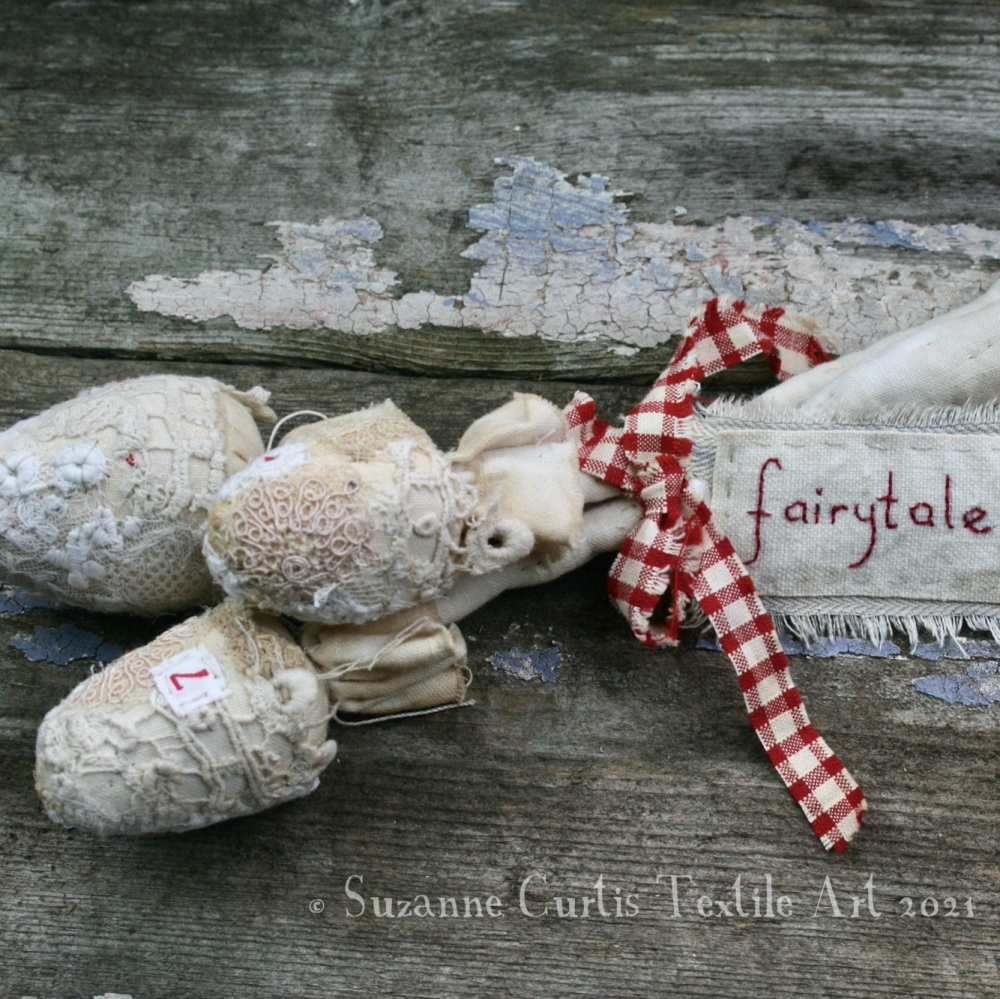 Spindly Toadstool Trio - Lace 17