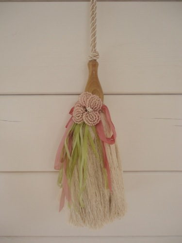 Tassel with beaded flower decoration