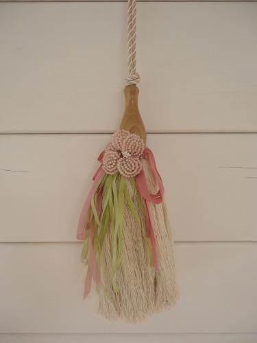 Tassel with beaded flower decoration