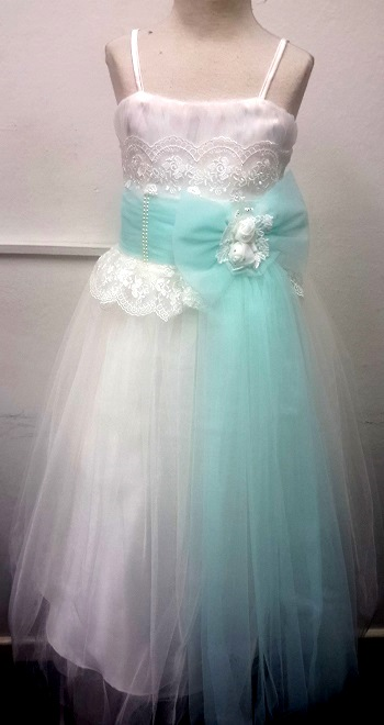 P013GREEN, A beautiful sleeveless girls party dress £15.95.  pk6....