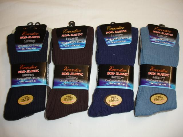 RH22, Mens 3 in a pack cotton non elastic socks £1.06.  1 dozen..