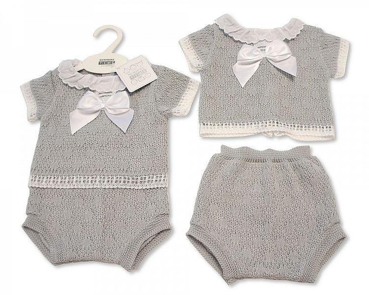 BW033, Knitted Baby 2 Pieces Set with Bow and Lace Collar £10.80.  PK6...