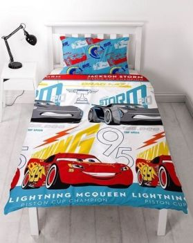*V1890, Official Cars 3 Lightning reversible single duvet cover set £8.95. pk3...