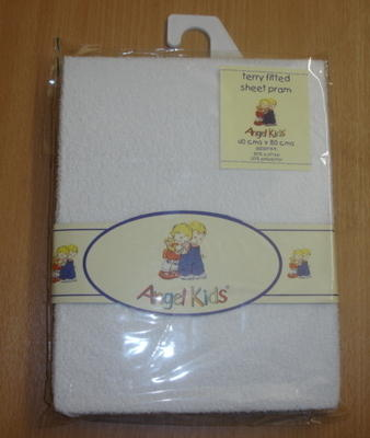 Terry fitted white pram sheet £1.50.  pk3...