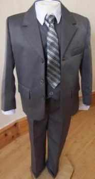 Code:N3, Boys 5 piece grey suit complete with shirt,jacket,trouser,waistcoat & tie...