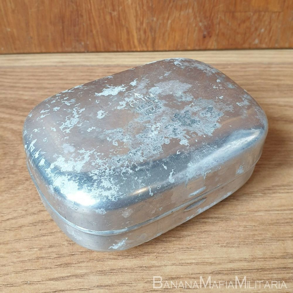 british army soldiers kit - wash roll contents - soap dish 1945