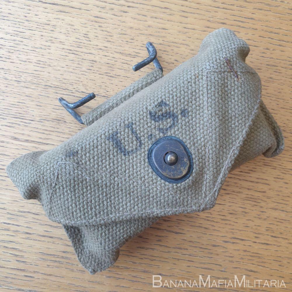 ww2 US army field dressing - first aid pouch & bandage -1942