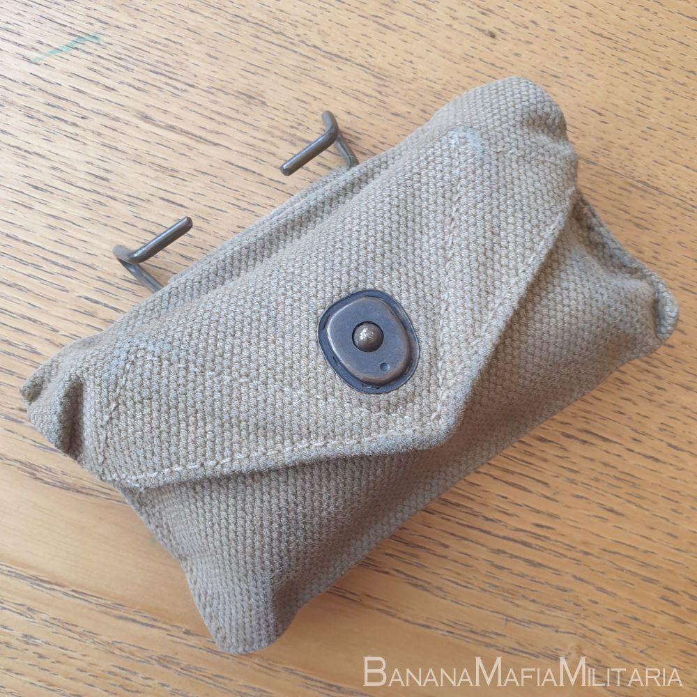 ww2 US army field dressing - first aid pouch & bandage -Undated