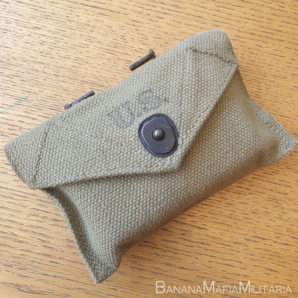 ww2 US army field dressing - first aid pouch & bandage -1943