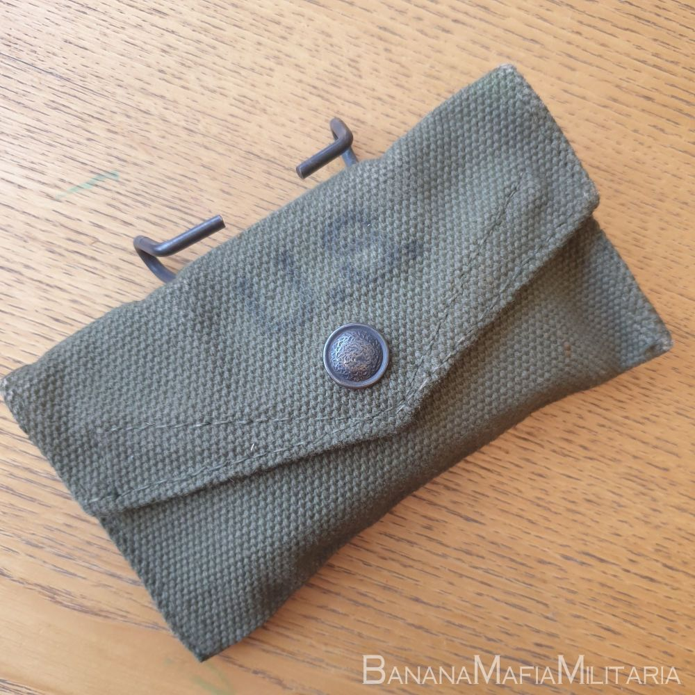 ww2 US army field dressing - first aid pouch & bandage - BRITISH MADE 1944
