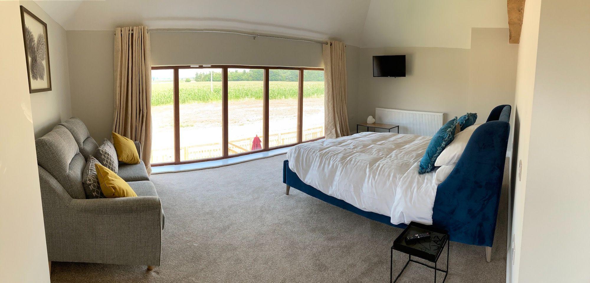 vintage-main-bedroom-view