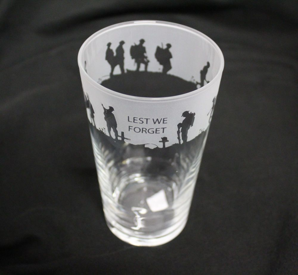 """Pint Glass """"Lest we Forget"""""""