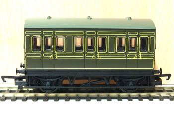 Hornby R4672  SR 4 wheel coach (Railroad)