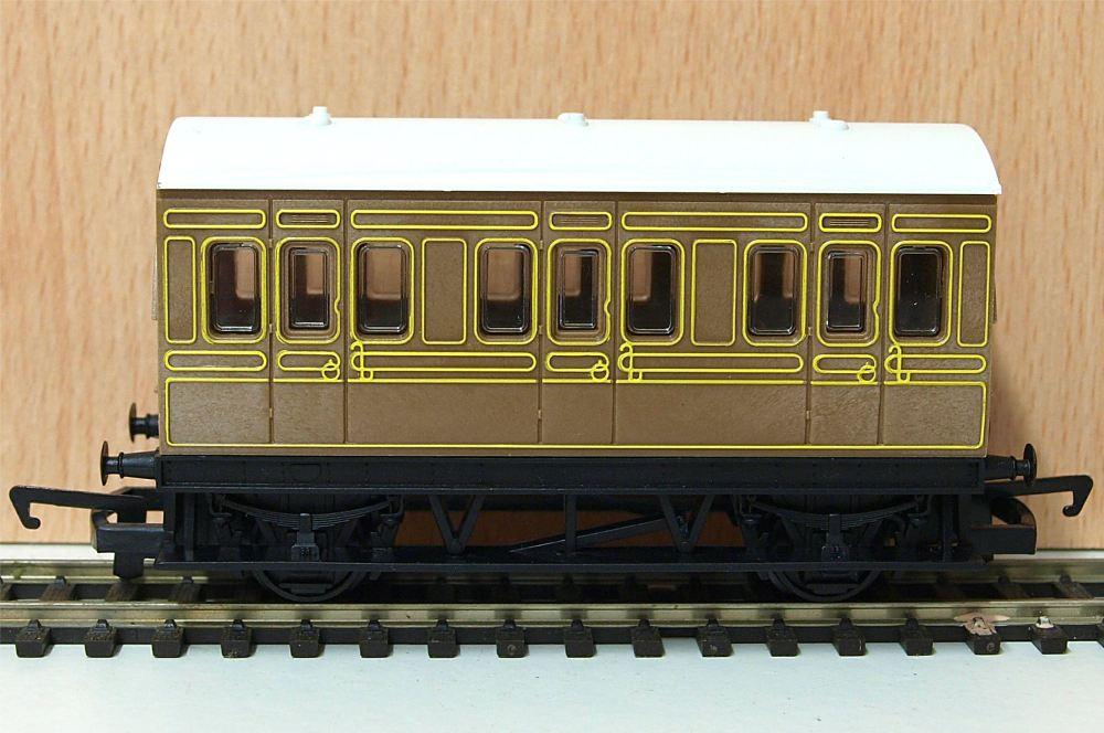 Hornby R4674  LNER 4 wheel coach (Railroad)