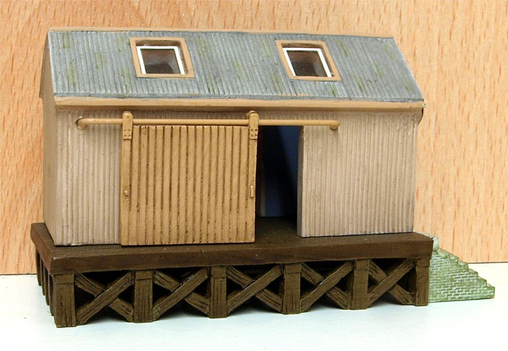 Scenecraft 42-006    Corrugated Goods Shed (N)