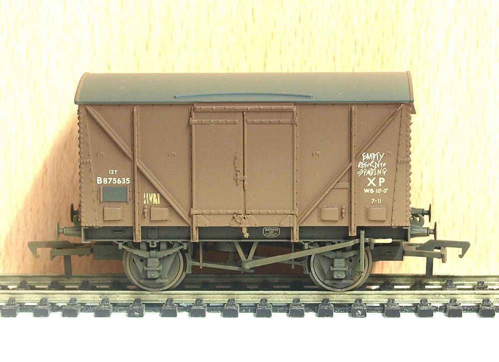 Bachmann 38-182    BR 12T Plywood Fruit Van (weathered)