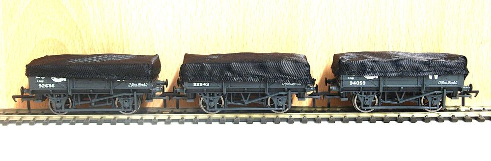 Bachmann 33-090   GWR Flat hooded China clay wagons x3