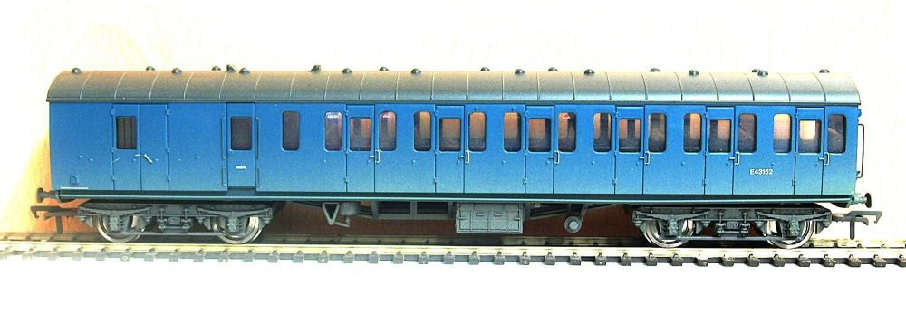 Bachmann 34-632   BR Mk1 Suburban 2nd brake (weathered) E43152