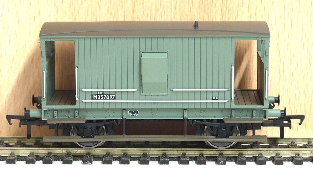 Bachmann 38550A  Midland 20ton brake van BR Grey  M357897