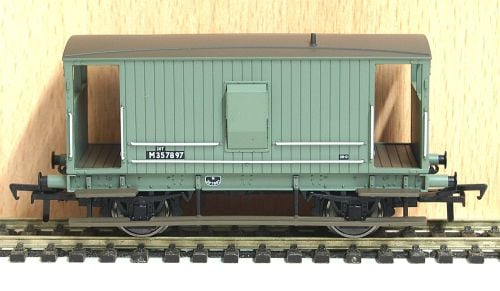 Bachmann 38-550A  Midland 20ton brake van BR Grey  M357897