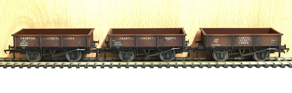 Bachmann 37-365  13 ton steel tippler Taunton Concrete (weathered) x3