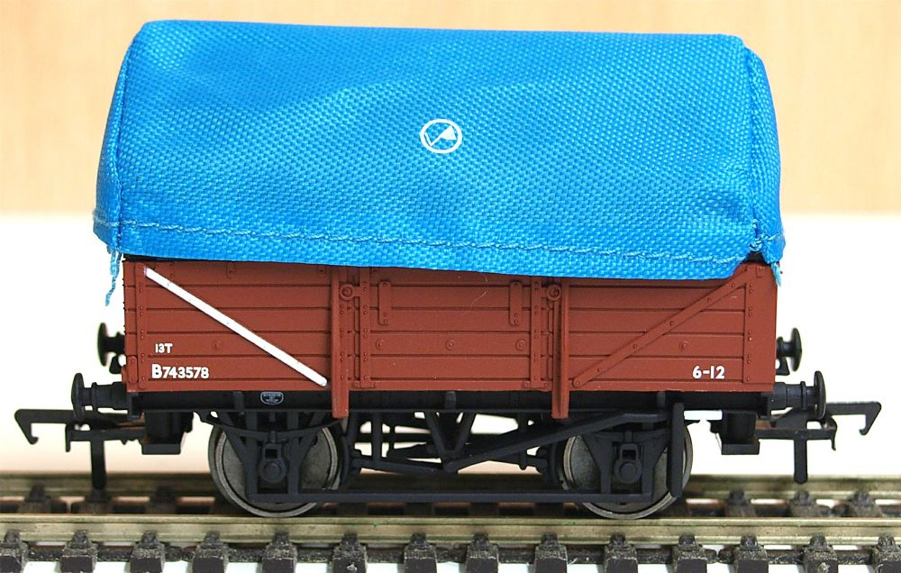 Bachmann 33-086   BR  tent hooded China clay wagon