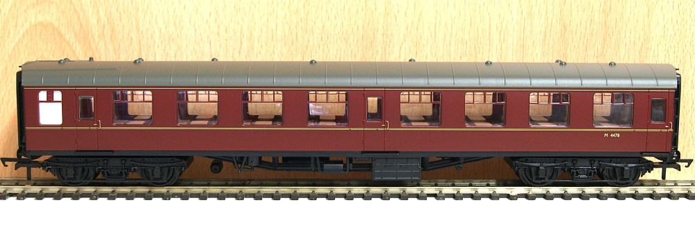Hornby R4627   BR Mk1 SO coach Midland region