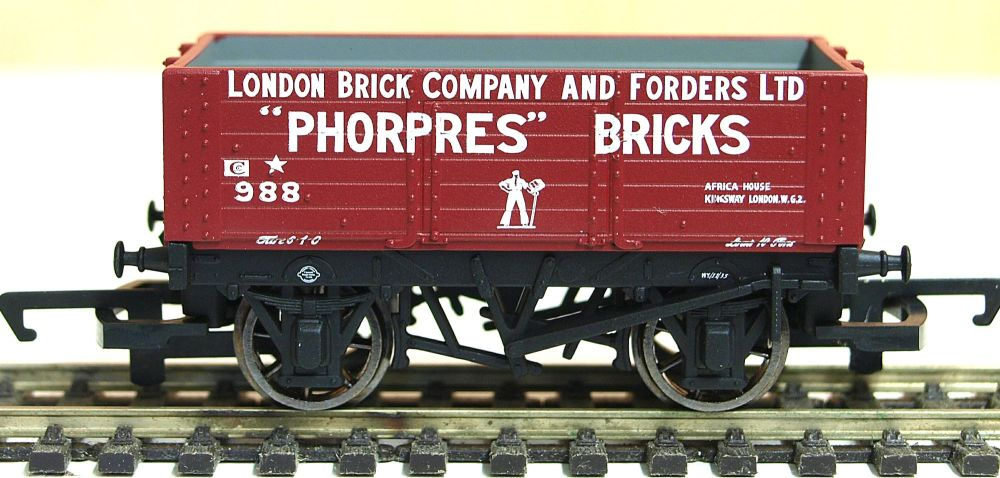Hornby R6754  6 Plank wagon 'London Brick Company' 988