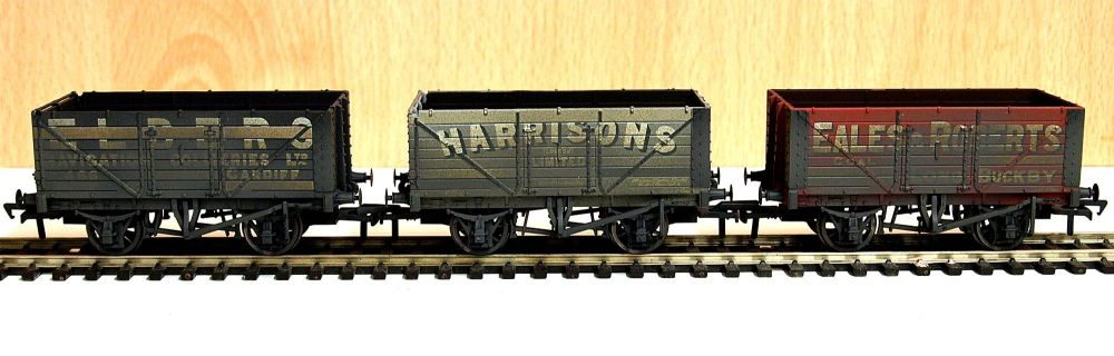 Bachmann 37-095A   Coal Trader' Pack 7 Plank Private Owner Wagons Weathered