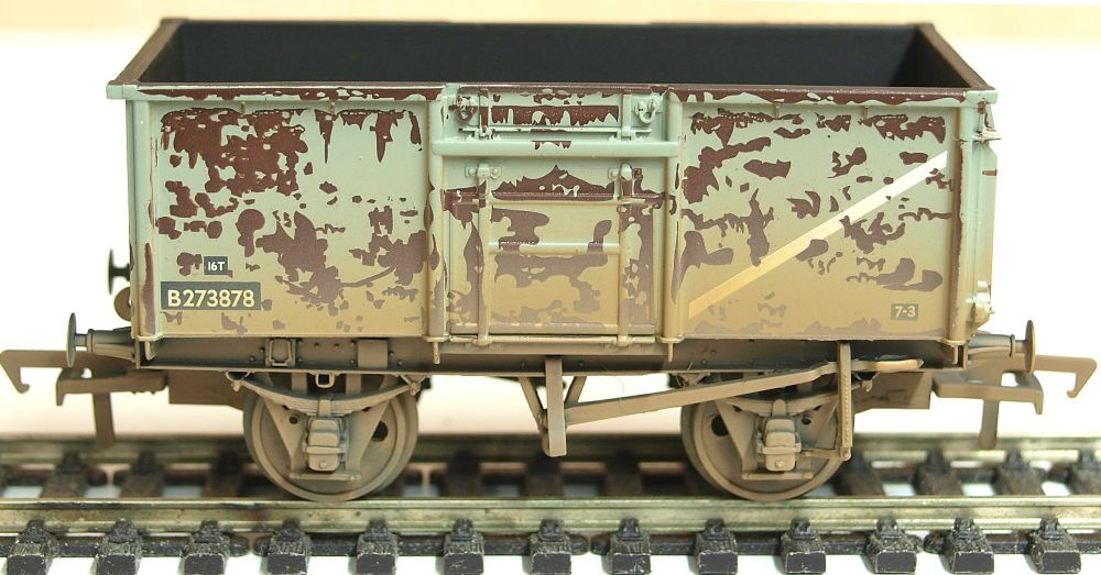 Bachmann 37225H   16 Ton Steel Mineral Wagon BR Grey Top Flap Doors Weather