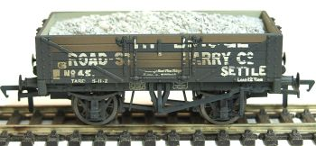 Bachmann 37039   5 Plank Wagon Steel Floor 'Helwith Bridge Road Stone Quarry' with Load Weathered