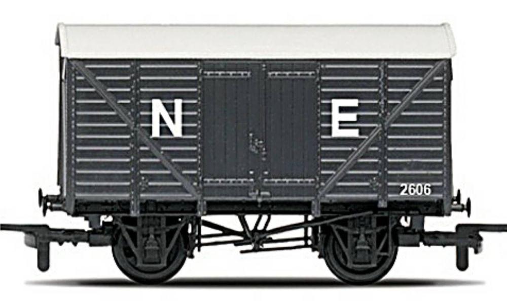 Hornby R6422  RailRoad Closed van (NE)
