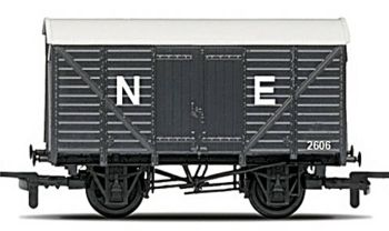 Hornby R6422  RailRoad Closed van (NE)