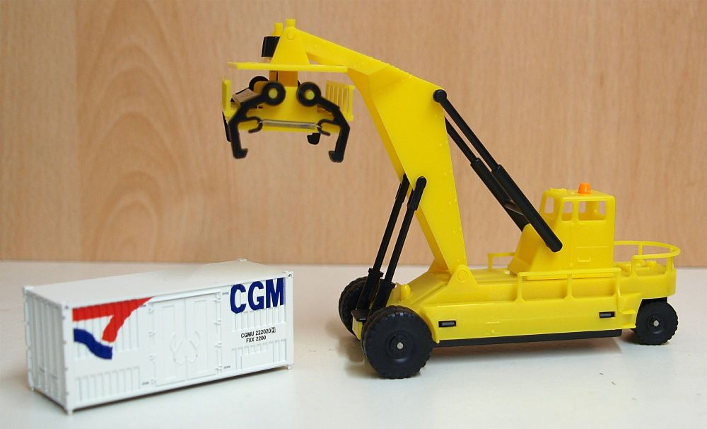Lima HL8001-SP   Container Forklift + 20ft Container (1:87)